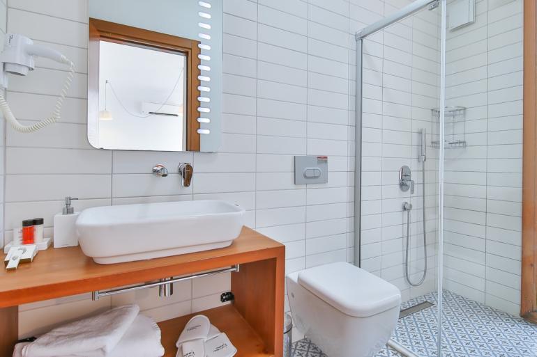 Economy Twin Room, Bathroom